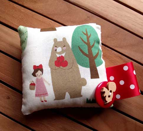 Woodland-Fabric-Pin-Cushion-SewRealicoul